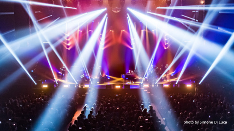 "PROLIGHTS AIR6PIX illuminate the ""RAF-TOZZI European Tour"