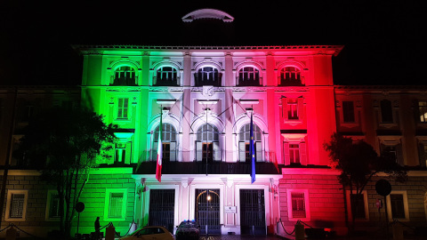 PROLIGHTS ArcPod light up government building